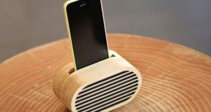 Amplio Bamboo iPhone Amplifier Inspired by Retro Radios