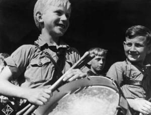 Reichsparteitag Nurnberg 1934 - HJ Trommler