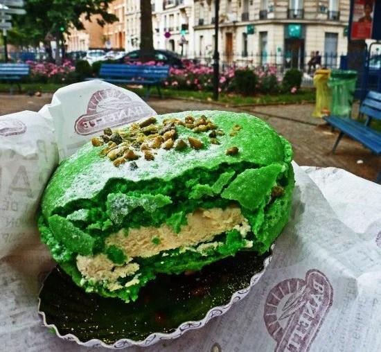 Paris pastry macaron