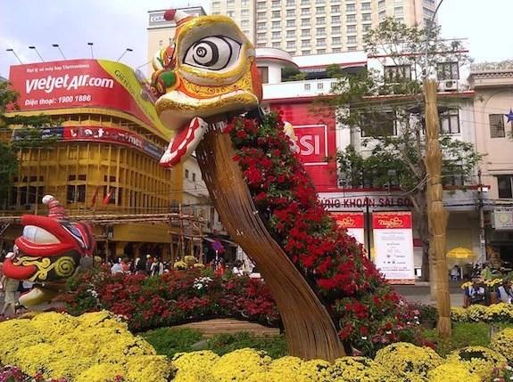 Nguyen Hue Flower Street-Year of the Dragon