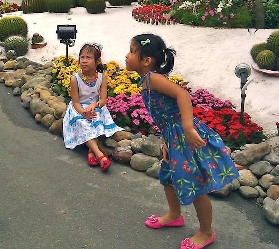 Nguyen Hue Flower Street-Ho Chi Minh City-pretty little girls