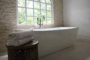 brizo freestanding tub filler and tub