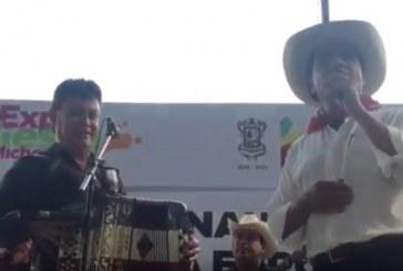 #VIDEO Silvano Aureoles Debuta Como Cantante De Rancheras En La Expo Fiesta Michoacán