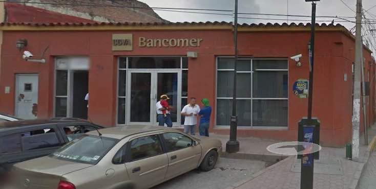 """Banco Da Dinero """"De Más"""" A Indígenas, Lo Regresan Y Amenazan Con Denunciarlas Por Robo"""