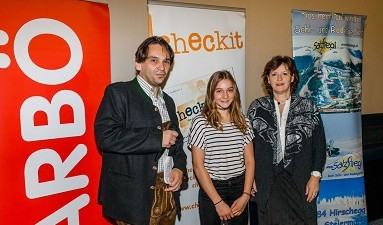 checkit-Projektleiter Clemens Berger, Gewinnerin Kathrin Lösch, Landesrätin Ursula Lackner