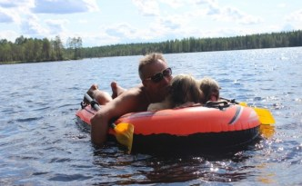 Juha ja apsot veneessä