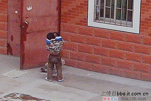 Chinese children hugging each other.