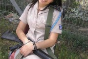 girls-carrying-guns-israel-jew-10