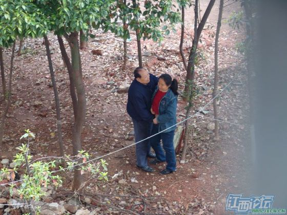 chinese-elderly-in-woods-doing-naughty-things-nanchang-10