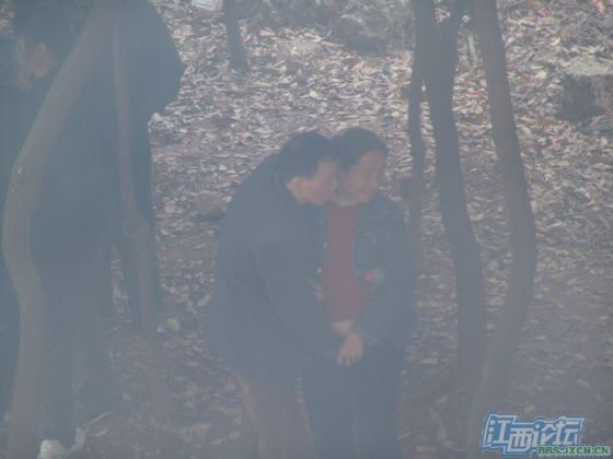 chinese-elderly-in-woods-doing-naughty-things-nanchang-16
