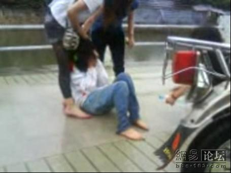 guangdong-girls-teen-beating-kicking-01