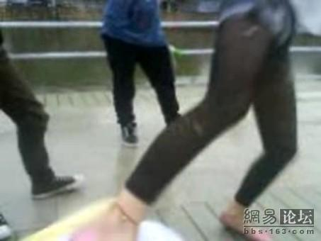 guangdong-girls-teen-beating-kicking-04