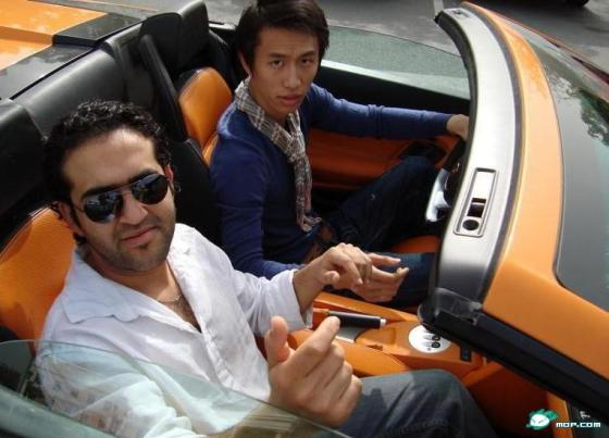 rich-chinese-kid-dubai-life-07-arab-friend
