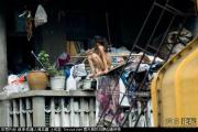 china-poor-naked-girls-balcony-27