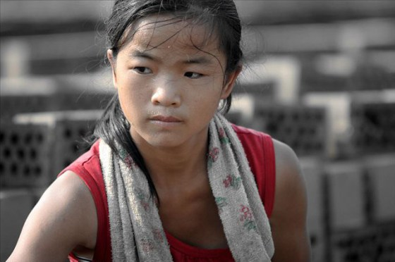 china-poor-rural-girl-12-bricks