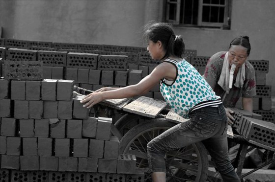 china-poor-rural-girl-13-bricks