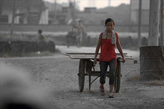 china-poor-rural-girl-14-cart