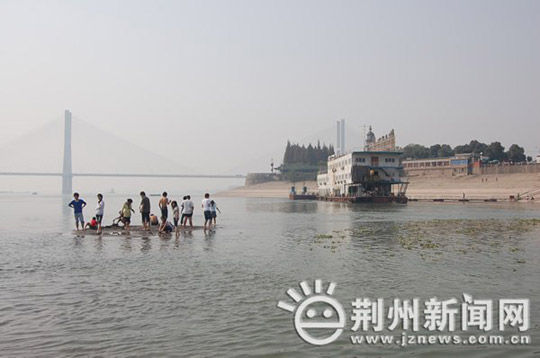changjiang-yangzte-river-hubei-university-students-rescue-kids-01