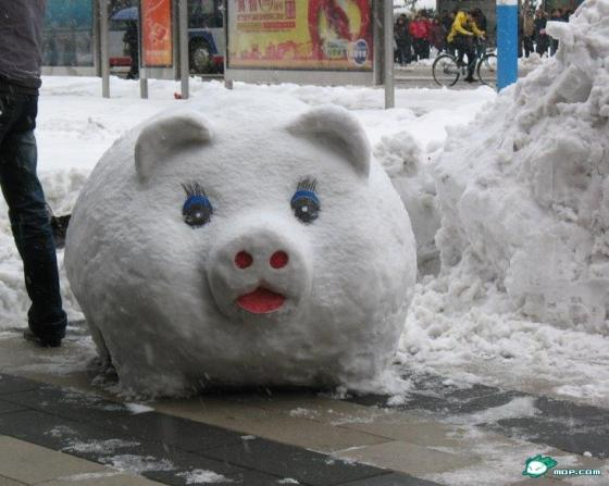 china-snow-sculptures-09-piggy