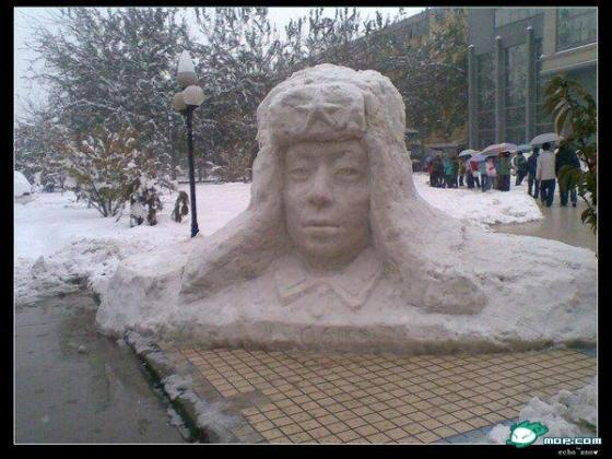 china-snow-sculptures-17-lei-feng