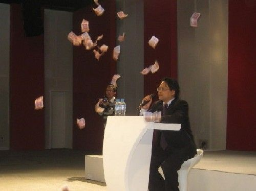 Chinese government propaganda chief showered with wu mao (50 cent) RMB notes by a student protestor.