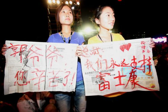 Foxconn factory girls express their support for Terry Guo and Foxconn.