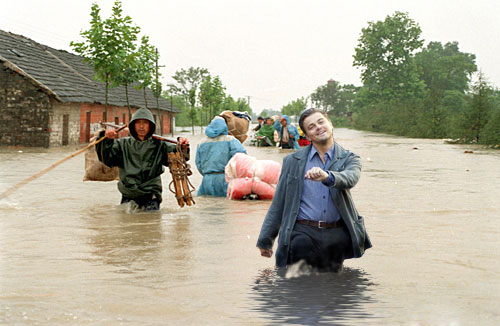 "Leonardo DiCaprio ""strutting"" photoshop: China flood."