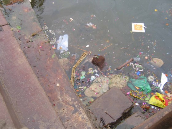 Corpses and garbage in the Ganges River.