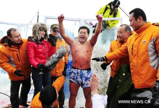Jin Songhao is triumphant, breaking the previous Guiness World Record by staying in the ice for 120 minutes.