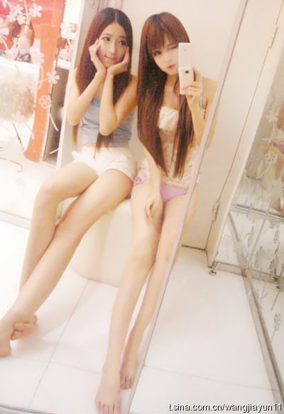 Wang Jiayun's doll-like face, and her friend, showing off their long slender legs.