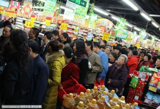 Chinese consumers scramble to purchase salt in supermarkets across China, fearing radiation from Japan's continuing nuclear power plant disaster.