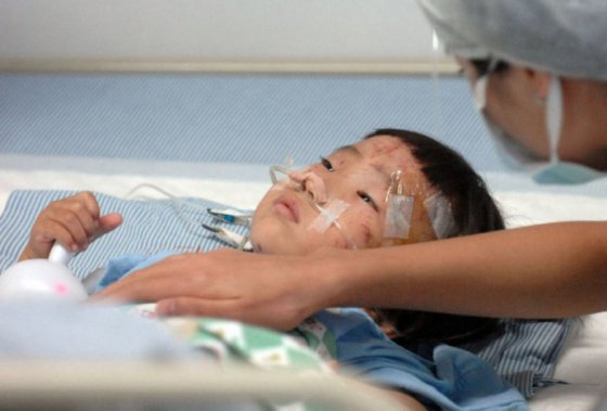 Yiyi recovering in the hospital.