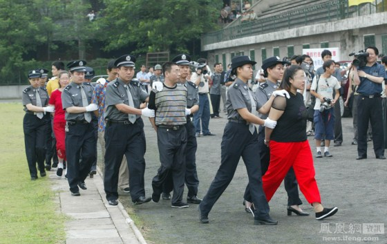 Chinese prisoners sentenced to death being escorted to their execution.