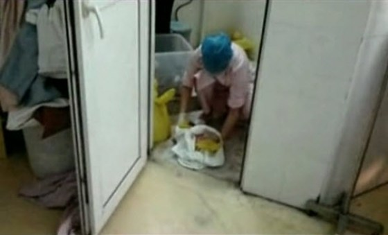 Foshan Guangdong Red Cross Hospital nurses mistake premature baby boy as dead baby girl, discarding it in the toilet.