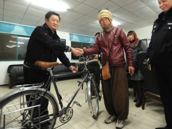 Recently, a young Japanese man with dreams of cycling around the world became the center of attention when his bicycle was stolen, but later returned, in Wuhan.