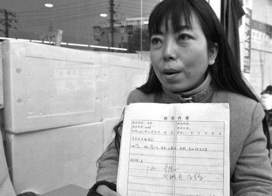 38-year-old Chinese virgin Tu Shiyou has gone online to look for a husband. Here, she holds her certificate of virginity.