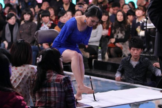 Armless Chinese girl and actress Lei Qingyao on a Chinese TV dating show.