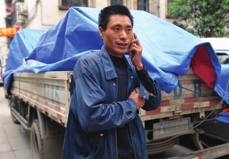 Chinese truck driver loses 600-700k worth of cargo, looted by passersby.