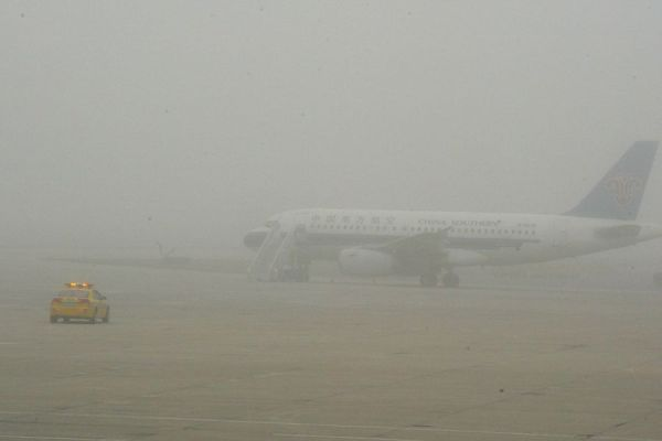 The thick fog at Dalian Airport that grounded and delayed over 5000 Chinese airline passengers.