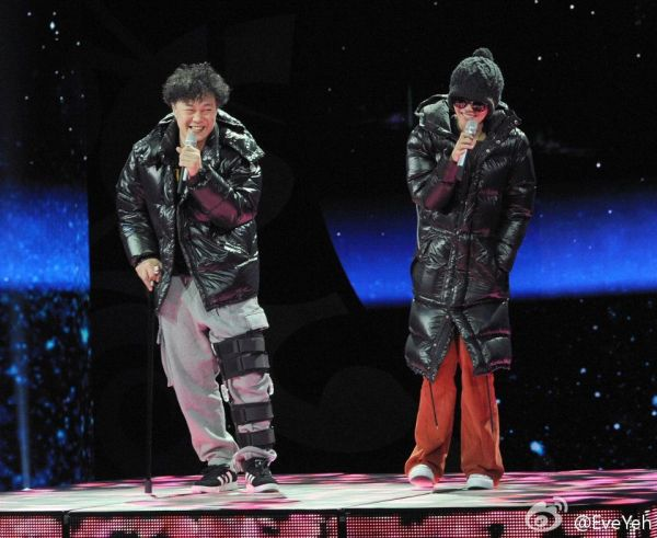 Eason Chan and Faye Wong during rehearsals.