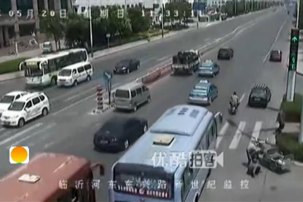 A Chinese good samaritan is wrongfully accused by an old man he helped.