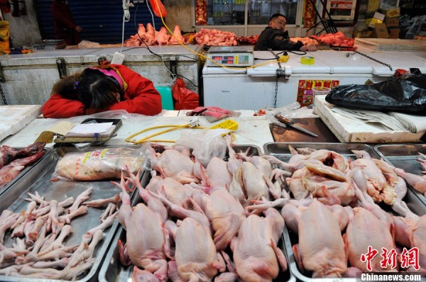 Chinese wet market with dead pigs and chickens.