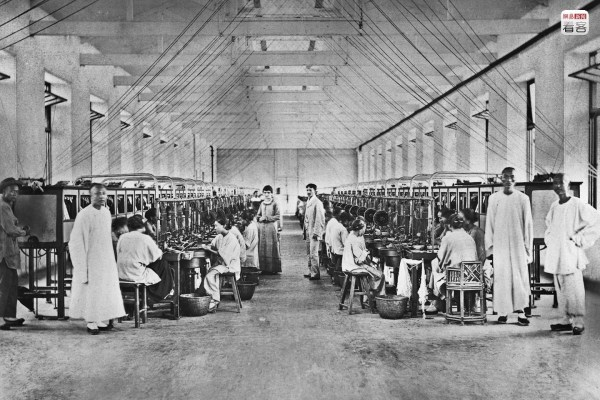 1911 Xinhai Revolution and Shanghai Recovery, during the chaotic state of affairs in the nation, the state of affairs in foreign concessions/international settlements were relatively stable. All the way until 1936, Shanghai's international settlements were all in a state of high prosperity. Photo is of the Shanghai Jardine Silk Factory between 1910-1912, where the manager and his wife pose for a photograph among the rows of silk reeling machines. This silk factory and the later cotton yarn factory were important parts of Shanghai's early industrial output, and one of Jardine Matheson's earliest industries, exporting silk to various parts of the world. (Photo source: Shanghai: 1842-2010, Portrait of a Great City Post Wave Publishing)