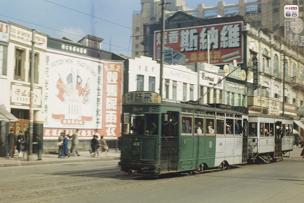 Photo is of Shanghai's business street during the 1940s of the 20th century, where buildings, walls, and public buses were all pasted with advertisements. Photo: Alan Larson
