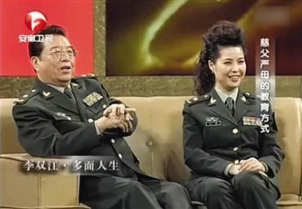 Li Shuangjiang and Meng Ge on tv show in military uniforms.