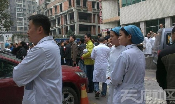 hallway-doctor-china-sichuan-mianyang-peoples-hospital-strike-04