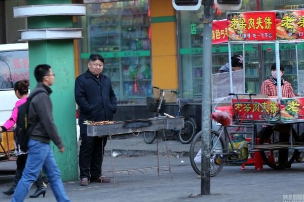 chinese-bbq-meat-skewer-chuanr-street-vendor-kim-jong-un-look-alike-04
