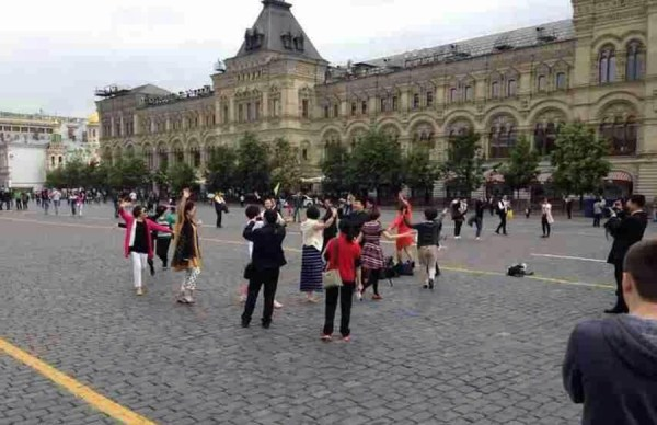 chinese-aunties-plaza-dancing-moscow-red-square-russia-04
