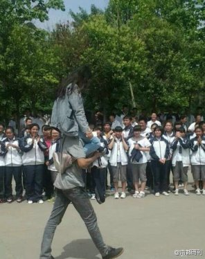 chinese-high-school-students-celebrate-end-of-gaokao-college-entrance-exam-test-04