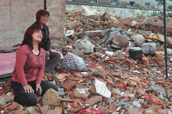 henan-chinese-couple-abducted-in-middle-of-night-return-to-demolished-home-01